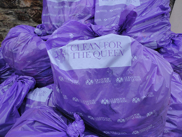2016-03-12-clean-for-the-queen-rubbish-collected